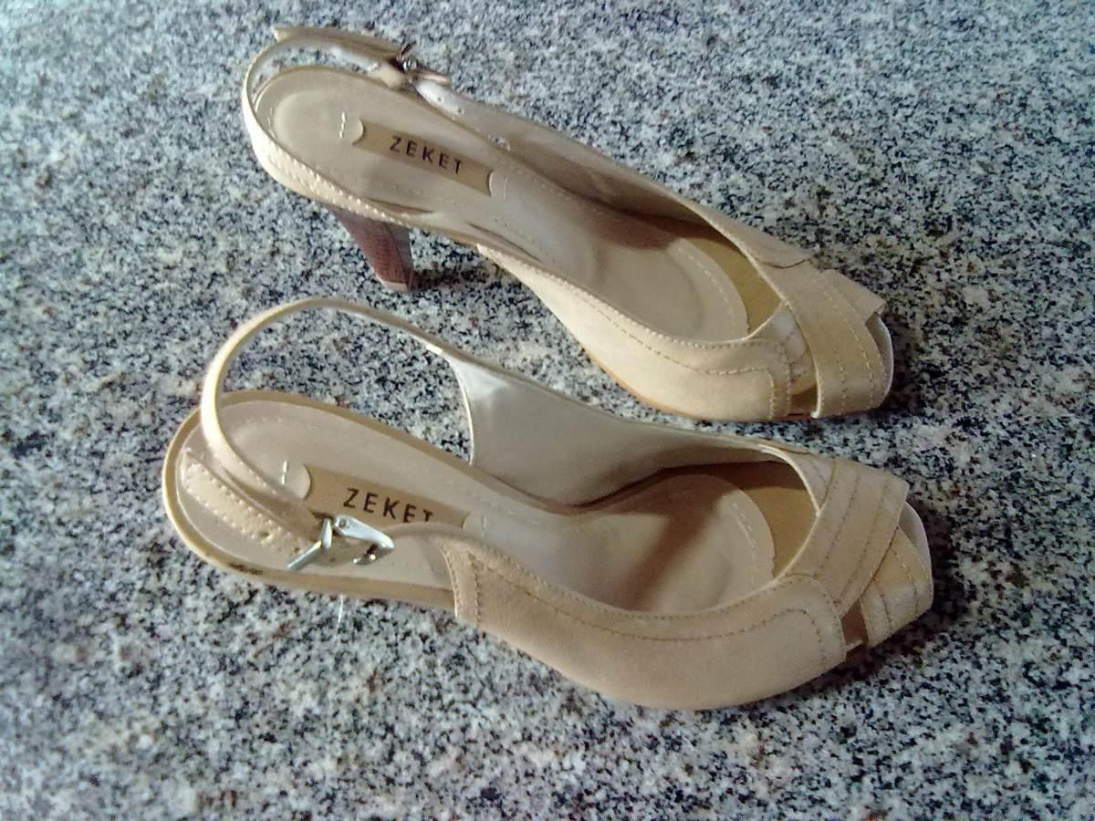De sandalia da marca moleca