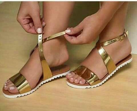 sandália feminina, dourada estilo e bom gosto!!