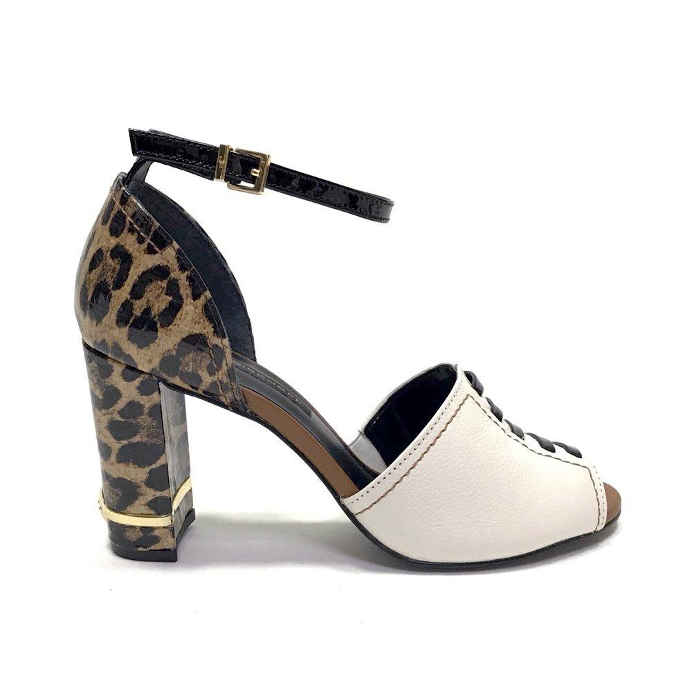 2c46be3bfe sandália feminina jorge bischoff em couro oncinha verniz. Carregando zoom.