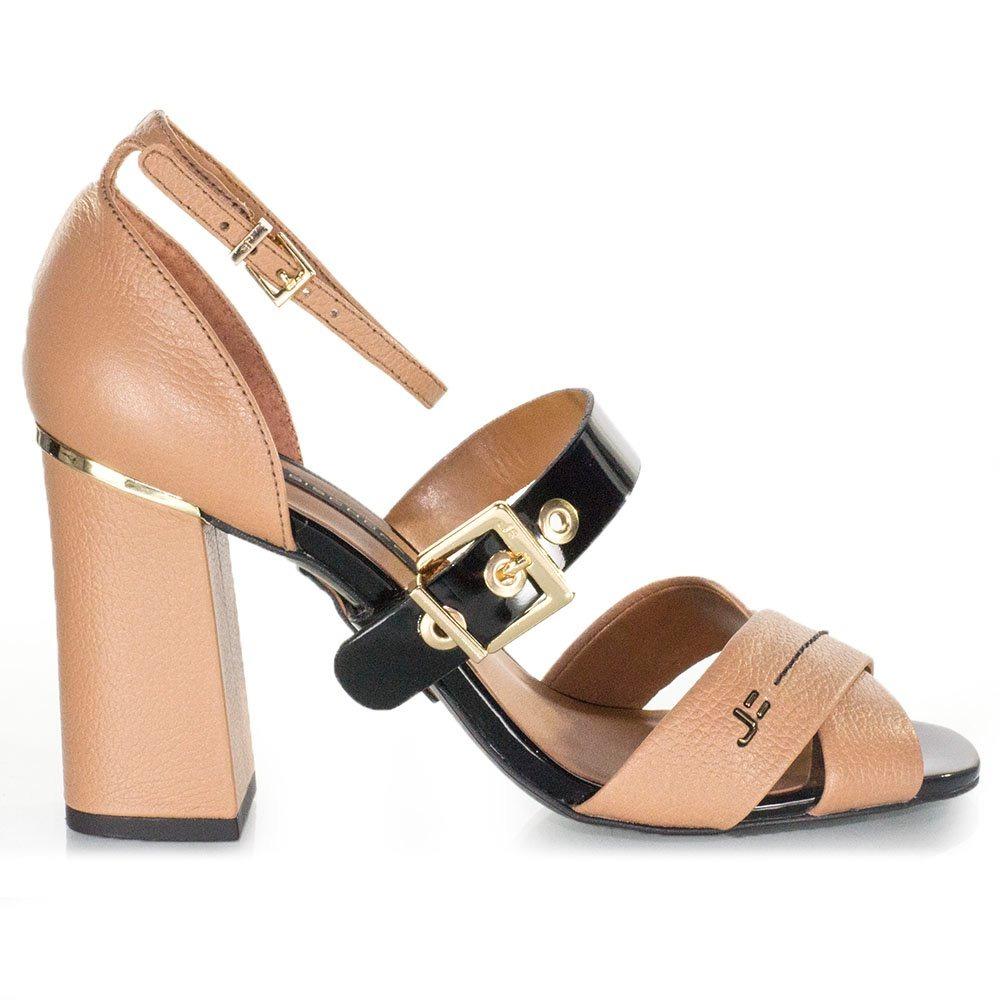 3f52f898a5 sandália feminina jorge bischoff em couro tiras nozes preta. Carregando zoom .