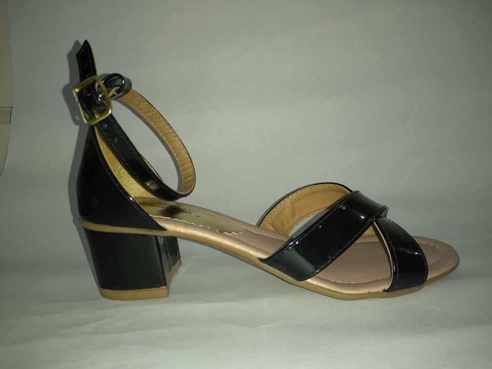 95ab1b6b74 sandália feminina saltinho quadrado. Carregando zoom.