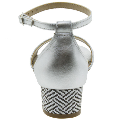 sandália feminina salto baixo prata via marte - 1619252