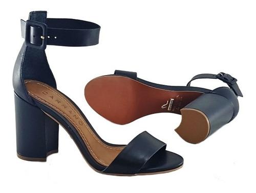 sandália feminina salto grosso médio de tiras em couro carra