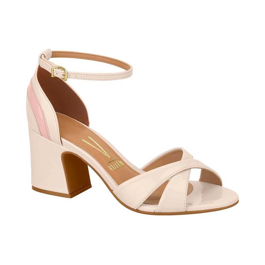 f95fdec0ba sandália feminina salto grosso vizzano tiras verniz creme. Carregando zoom.