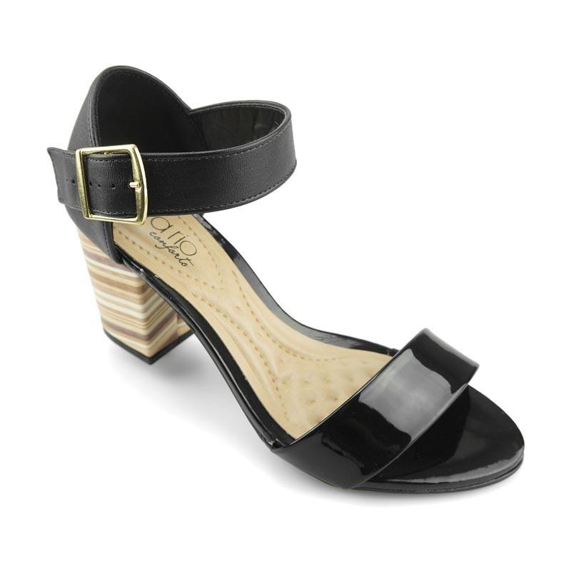 ed3f8bb400 sandália feminina salto médio verniz preto beira rio. Carregando zoom.