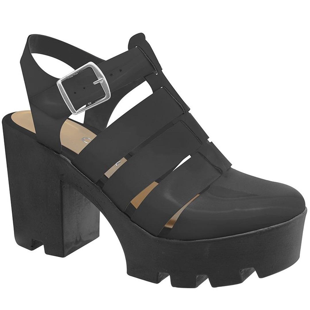 1f0123ab43 sandália feminina salto tratorado preto verniz. Carregando zoom.