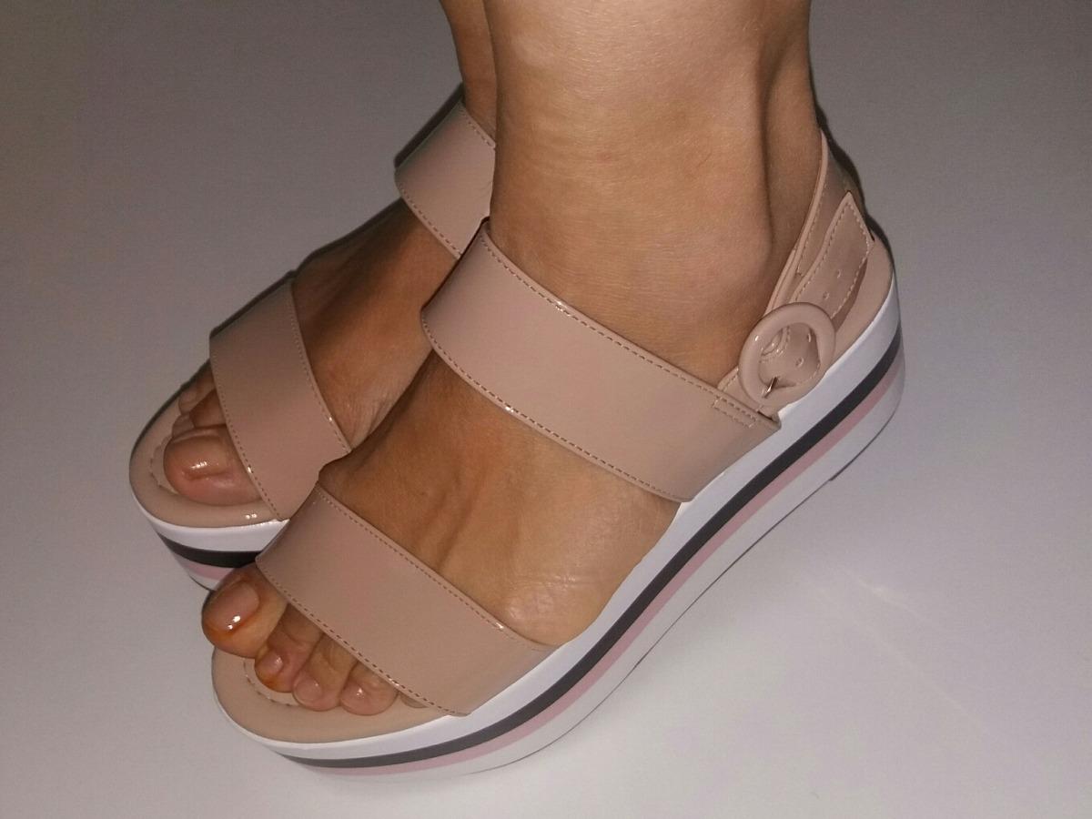 a463371d83 sandalia flat form da marca vizzano original cor nude. Carregando zoom.