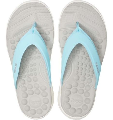 sandalia flip dama crocs masaje reviva flip azul claro
