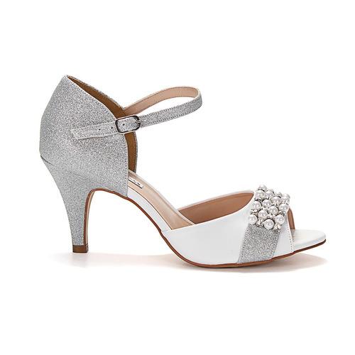 sandália napa branca glítter prata bordada salto fino médio
