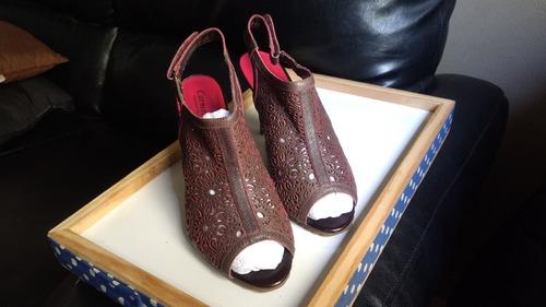 sandália open boot carmen steffens couro recortes tam 36