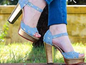 0527117c1b Sandália Pata Dourada Jeans Desfiado Azul Salto Alto Grosso