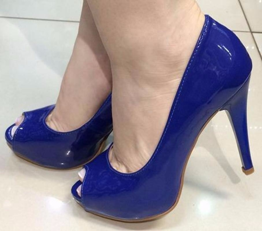 abde295e07 sandália peep toe meia pata azul royal bic verniz salto alto. Carregando  zoom.