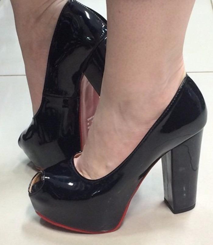 056507426 sandália peep toe meia pata preta verniz salto alto grosso. Carregando zoom.