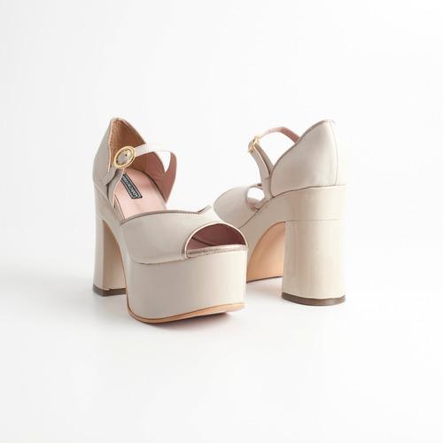 sandalia plataforma de cuero. art parati nude. otro calzado