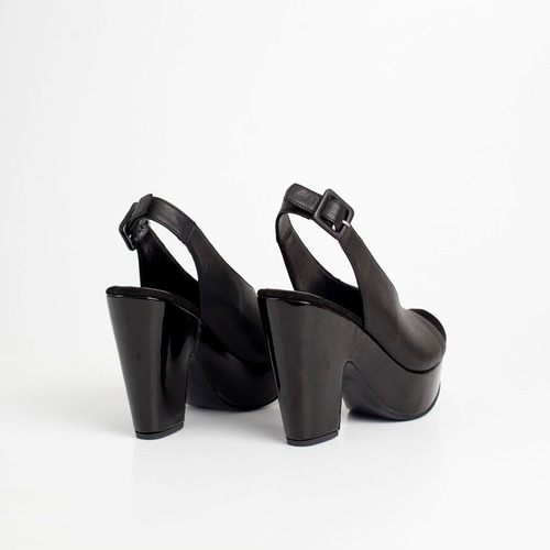sandalia plataforma de cuero. art polonio. otro calzado