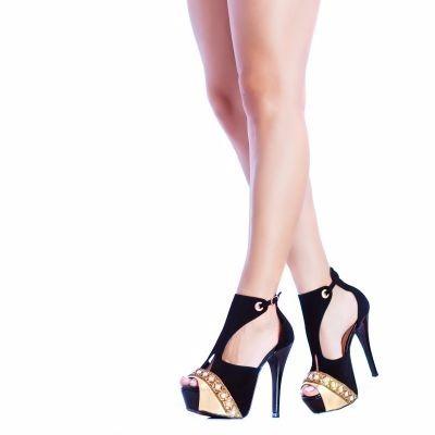 sandália preta dourada pedraria perola salto alto meia torr