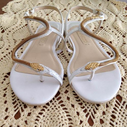d5763a83a5 sandália rasteira arezzo branca dourada cobra rasteirinha 33. Carregando  zoom.