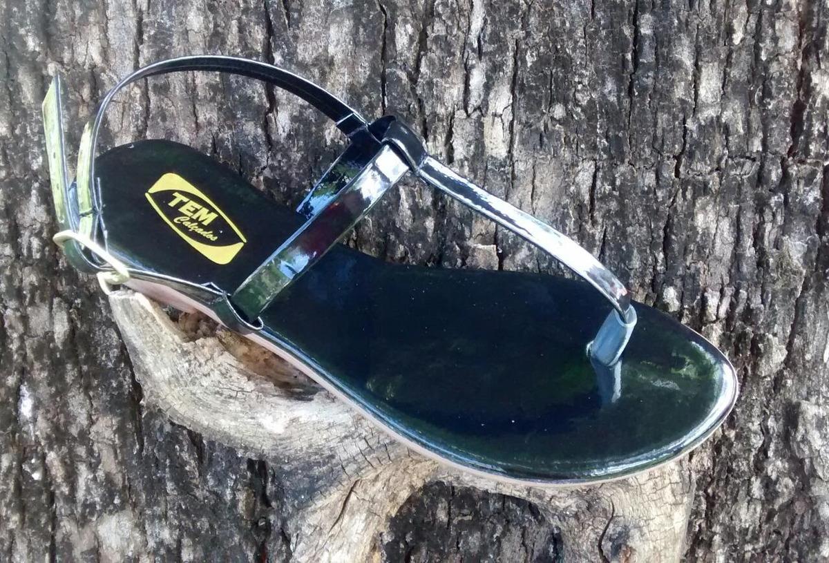 dfc804b03 sandália rasteira fio dental preta verniz. 34 ao 40. Carregando zoom.