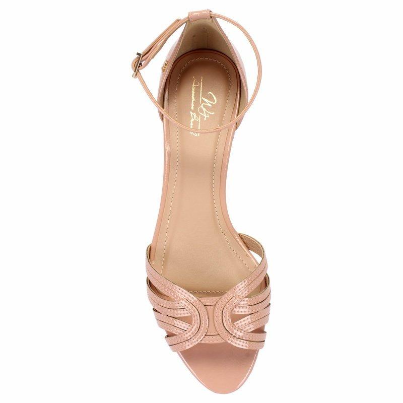fcbd3c915f sandália rasteira nude em verniz trançada com tornozeleira. Carregando zoom.