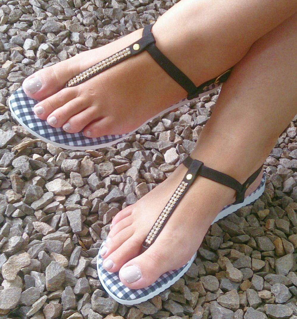 4b945ce1df sandália rasteirinha dedo flat feminina preta strass barata. Carregando  zoom.