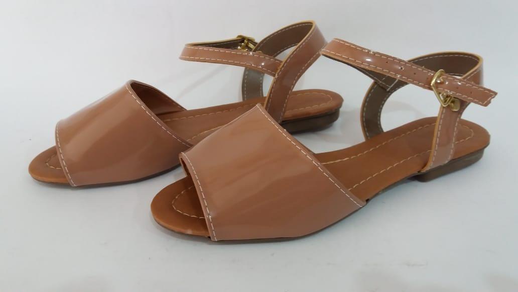 9afa62197a sandália rasteirinha marron em verniz. Carregando zoom.
