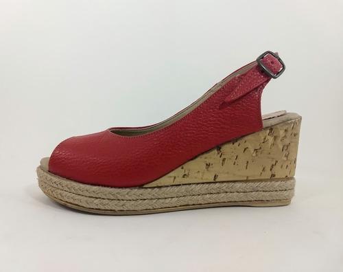 sandalia rojo cuero vacuno taco 8 cms.