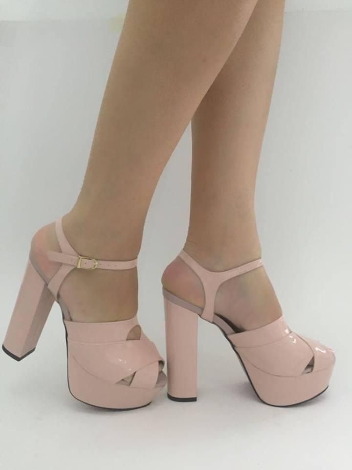 a0189d2293 sandália rosa bebe salto alto grosso meia pata plataforma vr. Carregando  zoom.