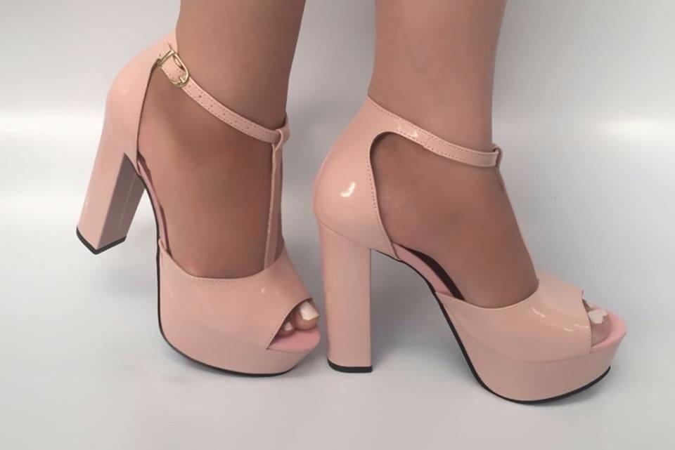 523537bf7f sandália rosa bebe verniz meia pata salto alto grosso. Carregando zoom.