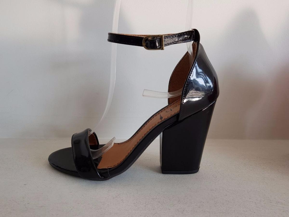 a42b92b4f7 sandália salto bloco preta casual conforto week shoes. Carregando zoom.