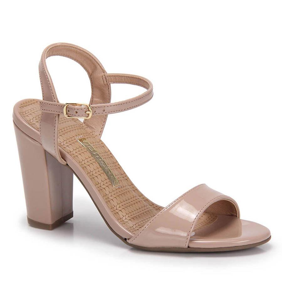 5694561f01 sandália salto grosso via marte verniz - bege. Carregando zoom.