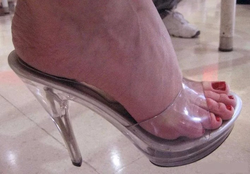 sandalia tamanco transparente acrilico salto alto cristal