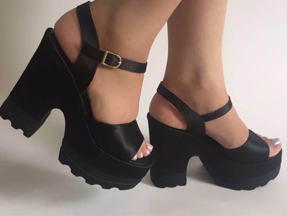 ca6536507a sandália tratorada preta fosca salto alto grosso bloco moda. Carregando zoom .