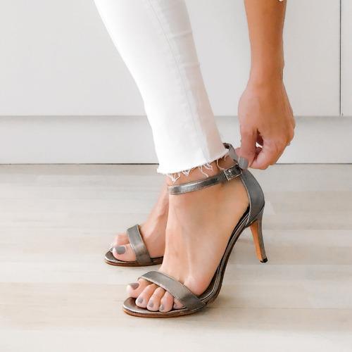 sandalia verano taco alto fino cuero vacuno metalizado plata