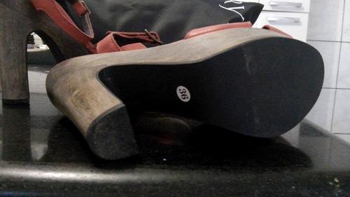 sandália vermelha linda