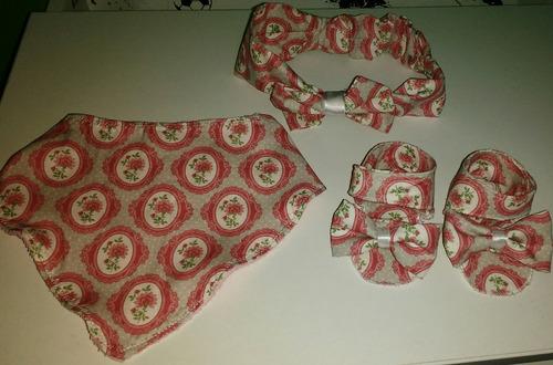 sandalias, babero bandana y vincha