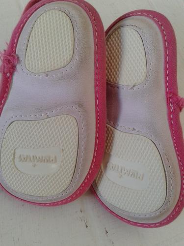 sandalias bebe plumitas fuxia con abrojo bordadas
