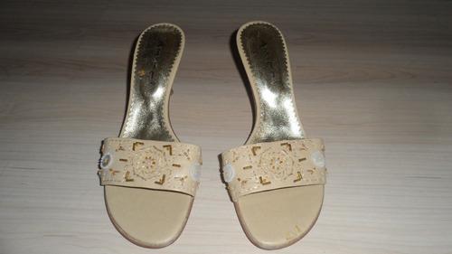 sandalias color beige con canutillos marca micci!!!