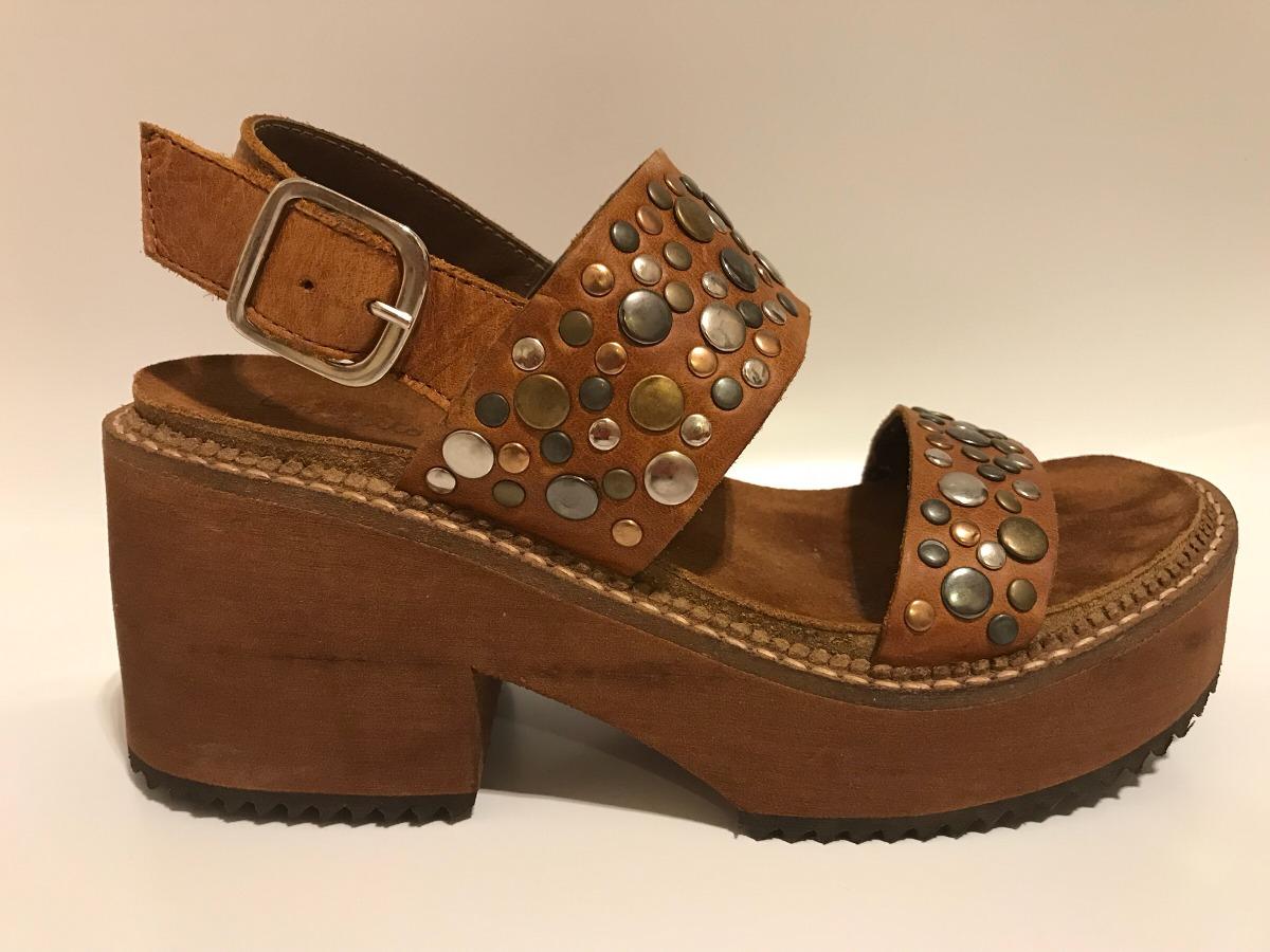 sandalias color suela con tachas bendito pie. Cargando zoom. df6b18ba1ac