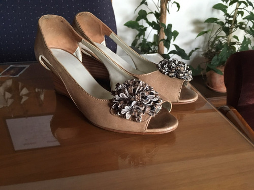sandalias con moño beige