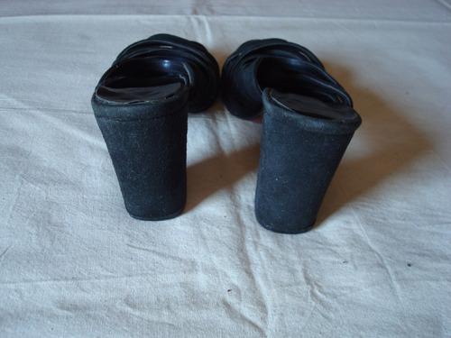 sandalias de cuero gamuzadas color negro con tiras. n° 37.