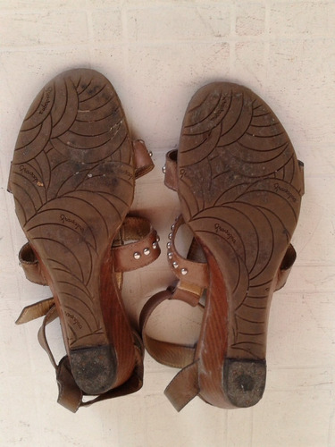 sandalias de  cuero marron con tachas talle 37