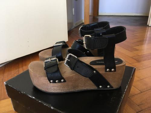 sandalias de cuero negro con plataforma madera allo martinez