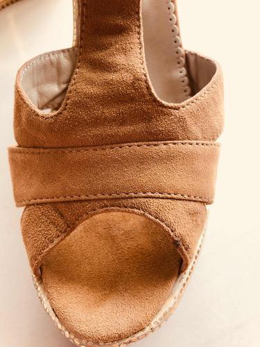 sandalias de cuero vacuno tipo gamuza con dorado