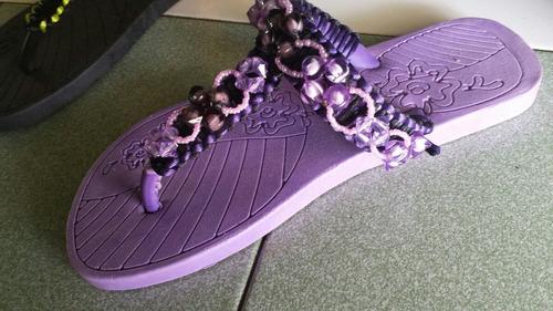 sandalias de gomas o cholas decoradas con bisuteria