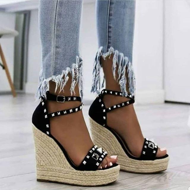 nueva productos 2b873 03cb3 Sandalias De Plataforma Con Yute Y Tachas Doradas Para Mujer