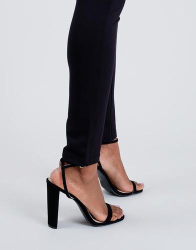 sandalias de tacón negras correa en tobillo
