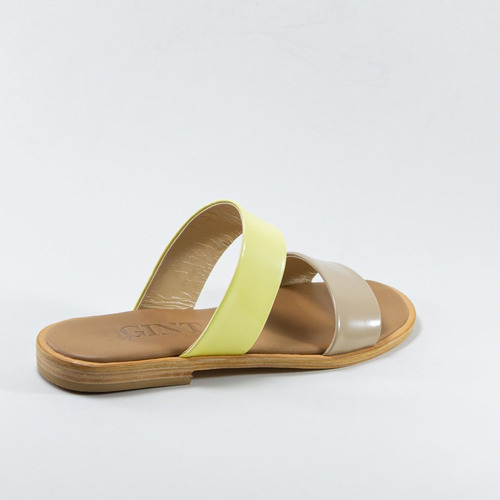 sandalias de tiras rectas - bygint: strize amarilla