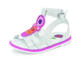 9840d6a2 Hermosas Sandalias Plateadas De Disenador - Zapatos para Niñas en ...