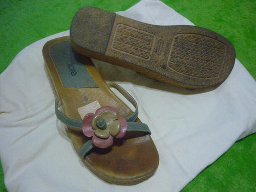 sandalias en celeste pastel