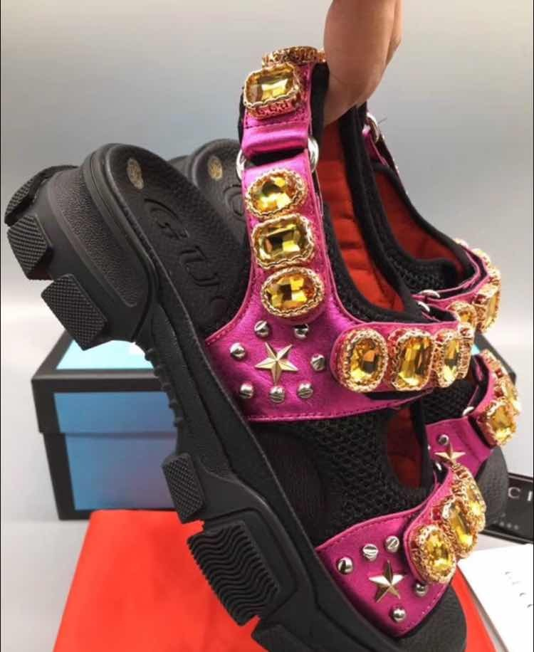 b592e672d Sandalias Gucci De Piel Metalizada Con Cristales - $ 3,899.00 en ...
